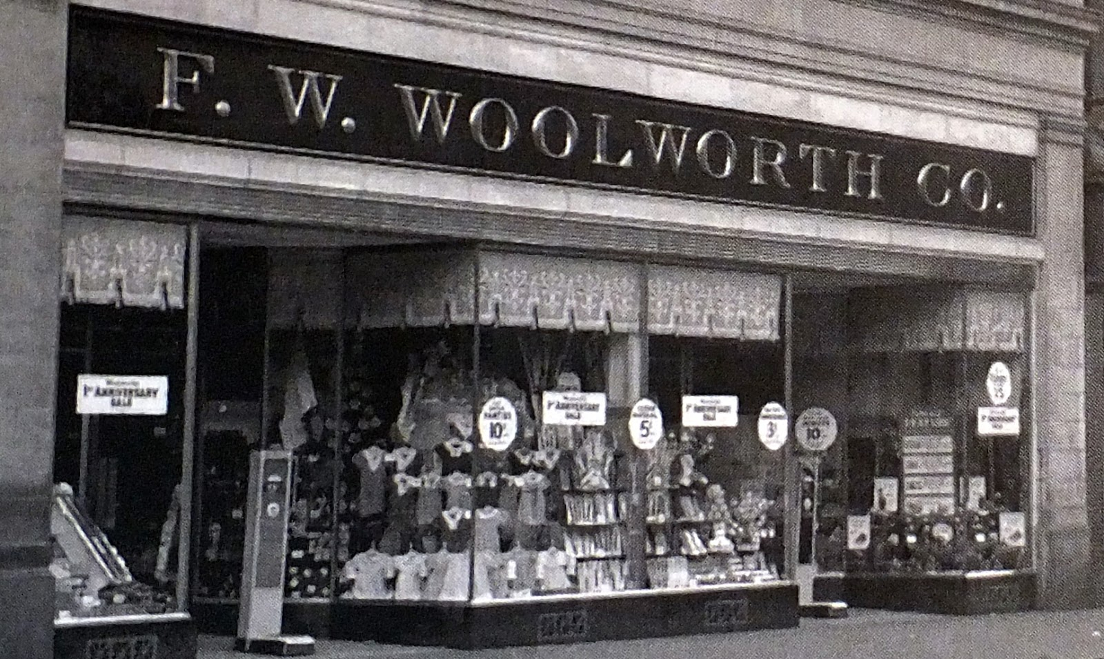 F.W. Woolworth Co. Building | Im not sure when this