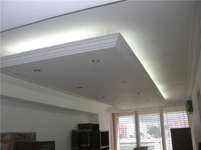 Trabajos en yeso y drywall remodelaciones en general for Modelos de cielo raso para salas