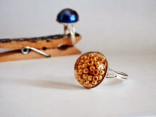 DIY : Une bague globe à paillettes ou perles rocailles