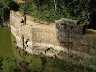 Detall del mur de la presa del Pantà de Sala-d'heures