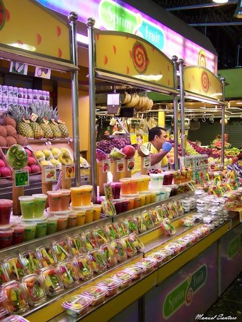 Barcellona, La Bouqueria, coloratissimo chiosco