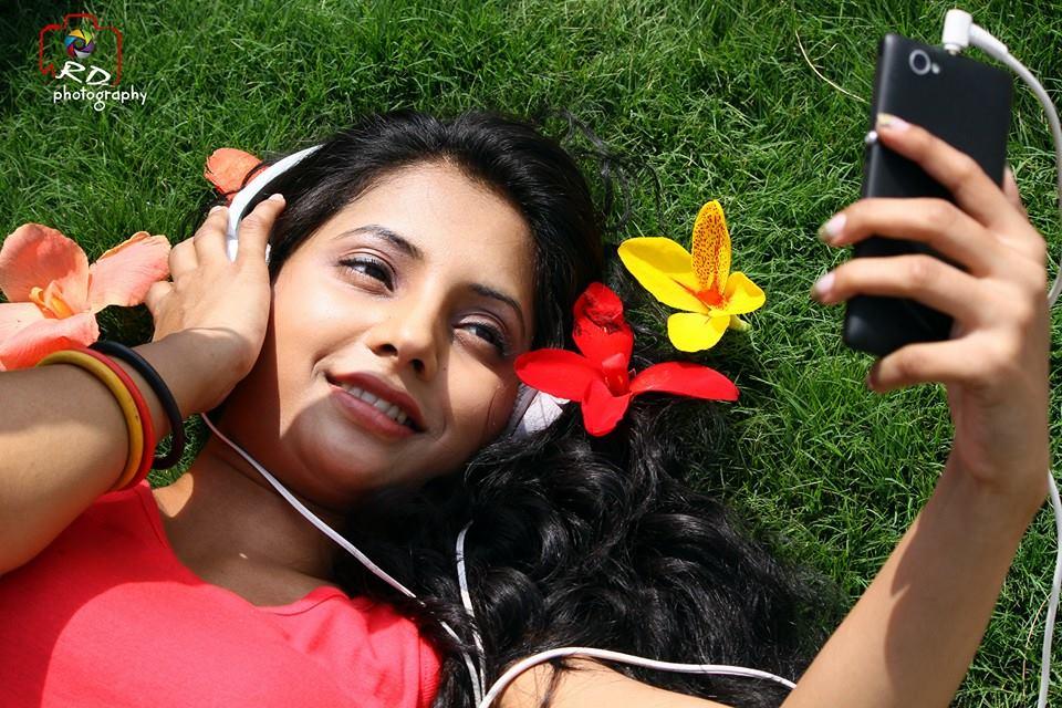 Sayali Sanjeev Wallpapers Karamnookcom Marathi Movies Actress