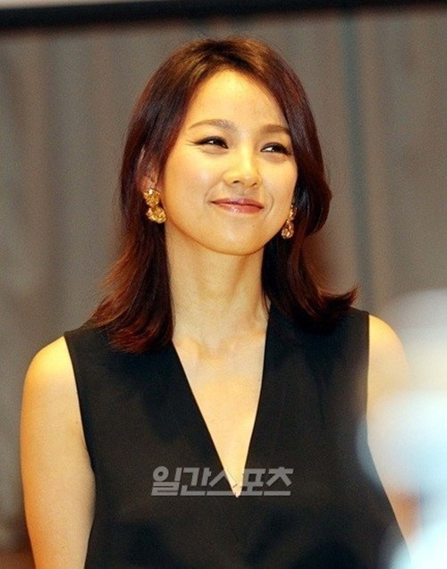 Lee Hyori puts her Jeju Island home up for sale... or not