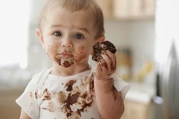 Ένας εκπληκτικά εύκολος τρόπος για να βγάλετε το λεκέ από λιωμένη σοκολάτα από τα σεντόνια!