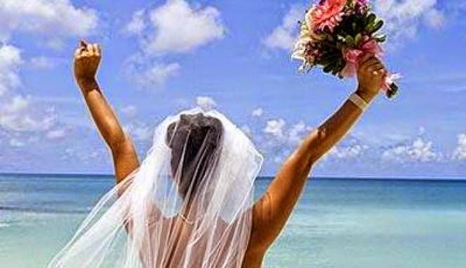 Sekian Lama Menjomblo Wanita Ini Putuskan Menikahi Diri Sendiri