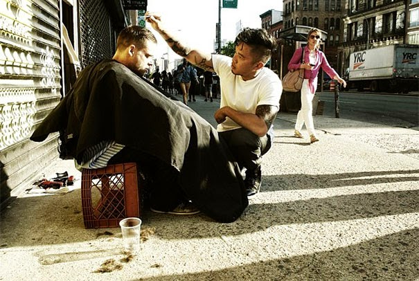 20+ Photos That Will Restore Your Faith In Humanity - Every Sunday, This New York Hair Stylist Gives Free Haircuts To The Homeless