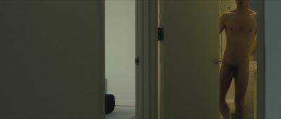 Hình ảnh toàn thân của nam diễn viên khi đóng phim Q3UUB