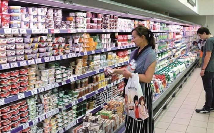 νοικοκυρια: Κοβουν βασικα ειδη διατροφης και καυσιμα