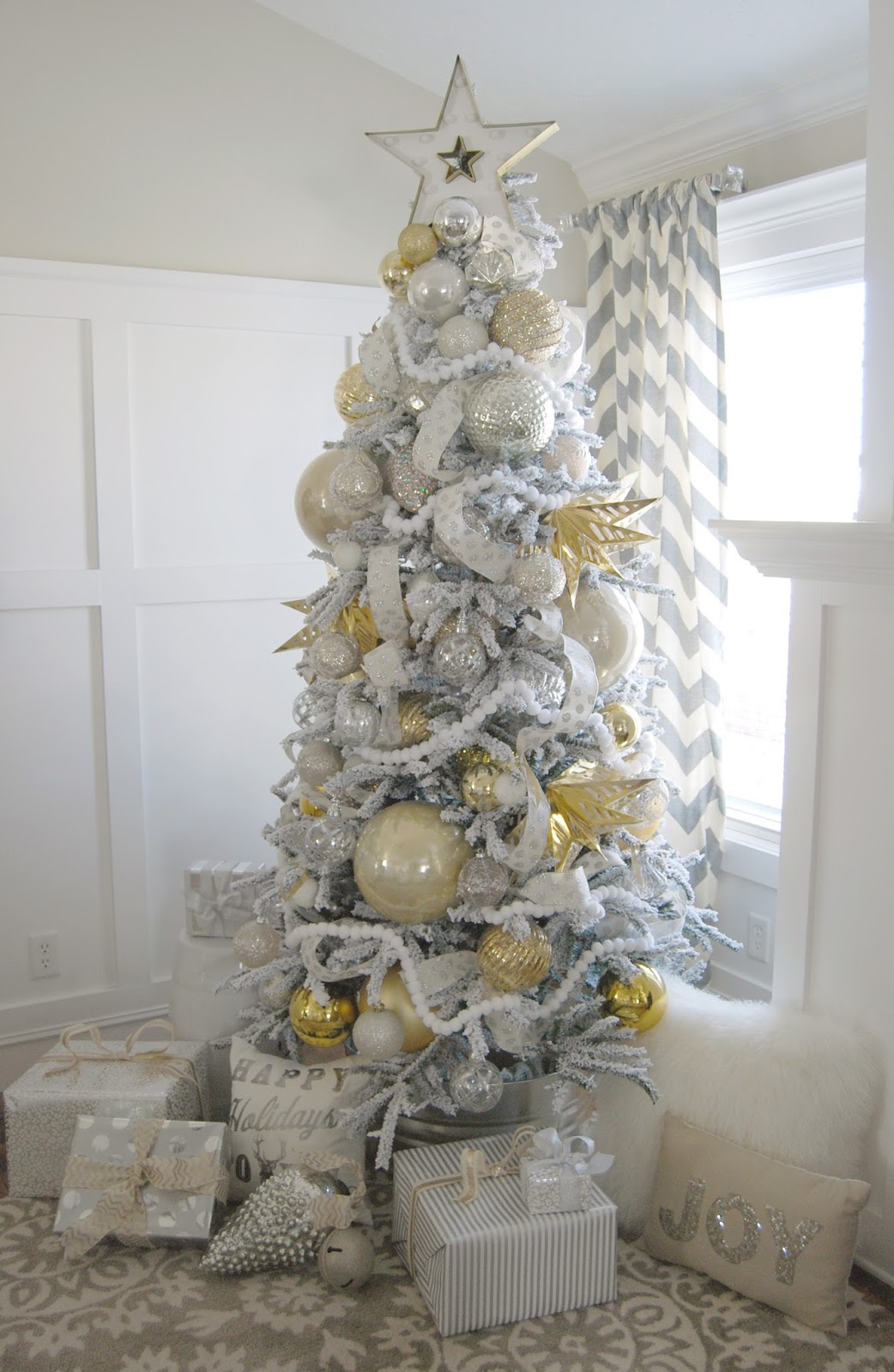 Home by heidi silver and gold christmas tree for White and gold tree decorations