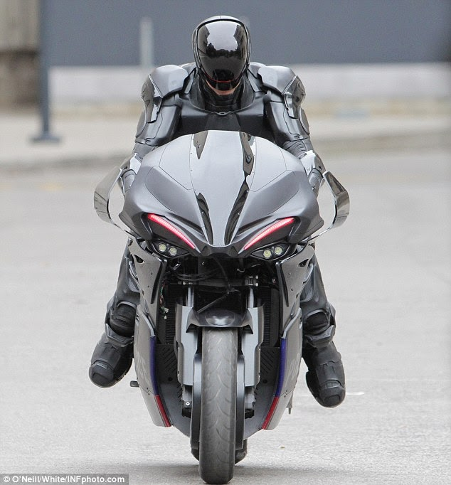 Motor Kawasaki Z1000 Modifikasi ala Polisi Robocop 2014