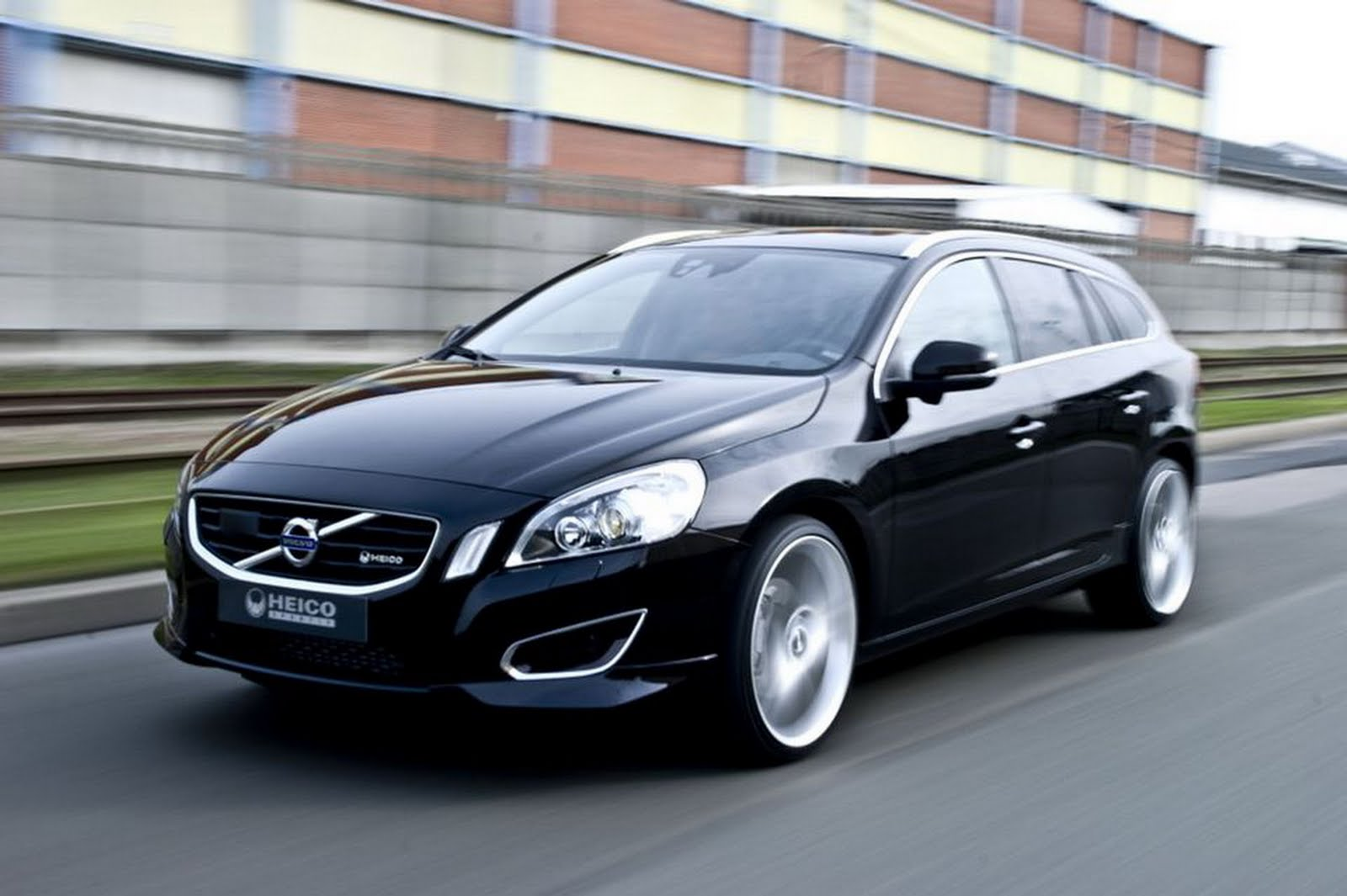 Volvo v60 2011 stills wallpapers pictures and photos