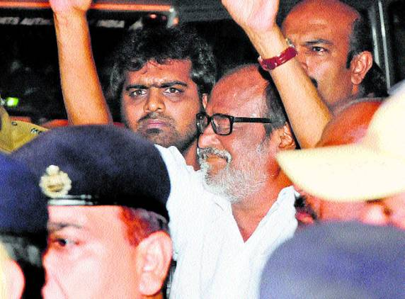 Actor-Rajni-arrives-Chennai-airport-Superstar-Rajinikanth-returns-home-13-July-2011