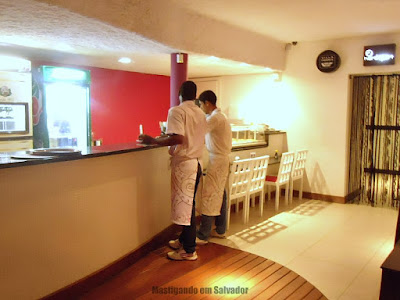 Barthô Temakeria: Ambiente interno da unidade do Itaigara