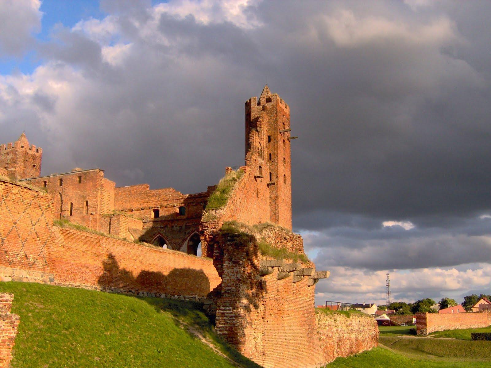http://2.bp.blogspot.com/-l0XbRD0QNqU/TZW_lOb3toI/AAAAAAAABoI/Utb6fzYdLaA/s1600/castle_ruins-1920x1440.jpg