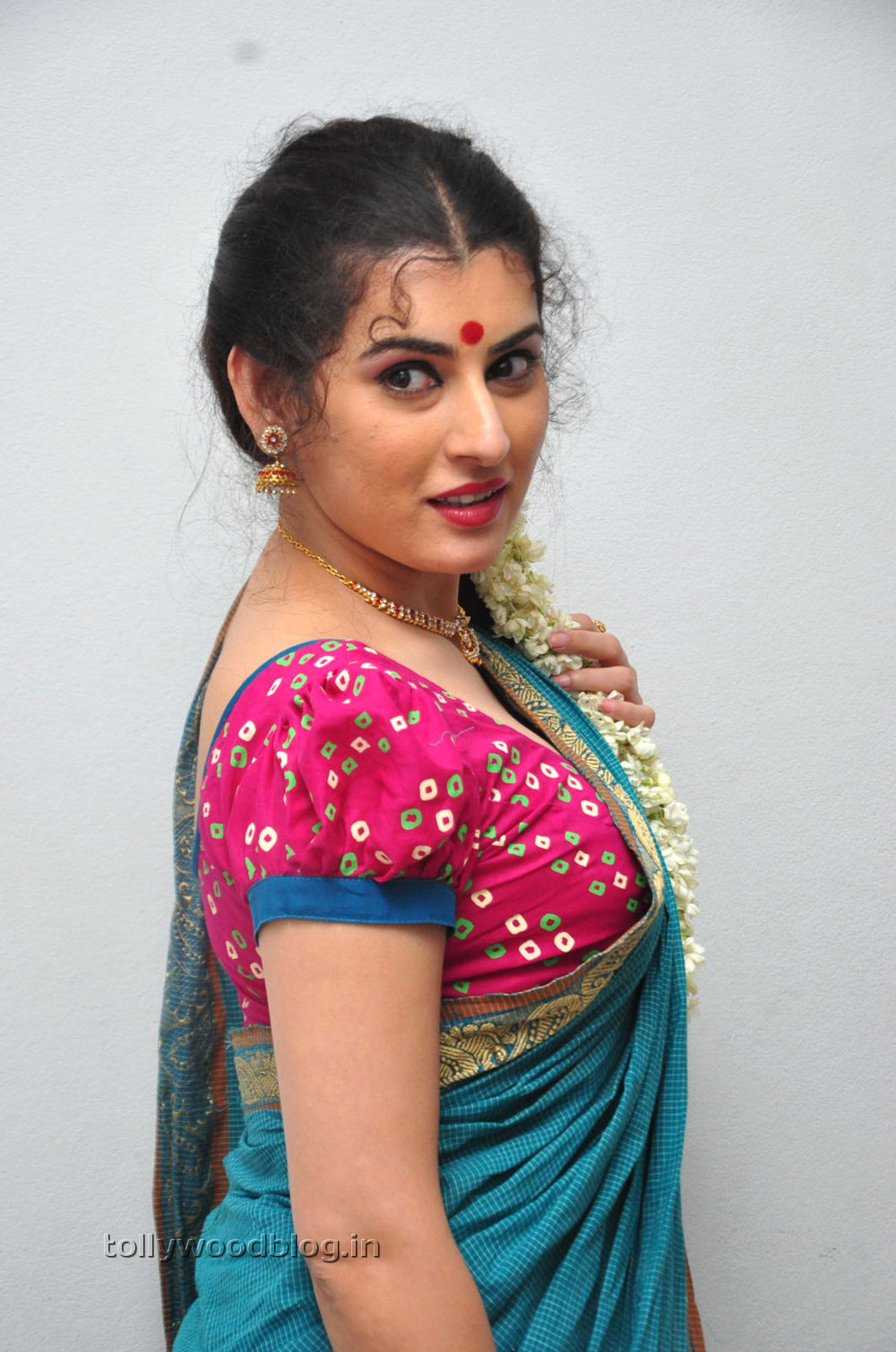 Archana latest gorgeous hot stills in saree - Archana wallpaper ...