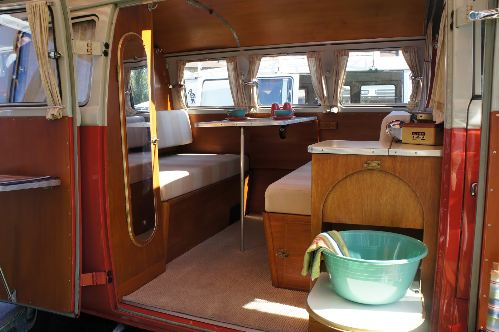 Campervan on pinterest volkswagen westfalia campers for Interior westfalia