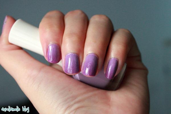 Aurelia Melis: Simple Nail Art Gradasi Tutorial