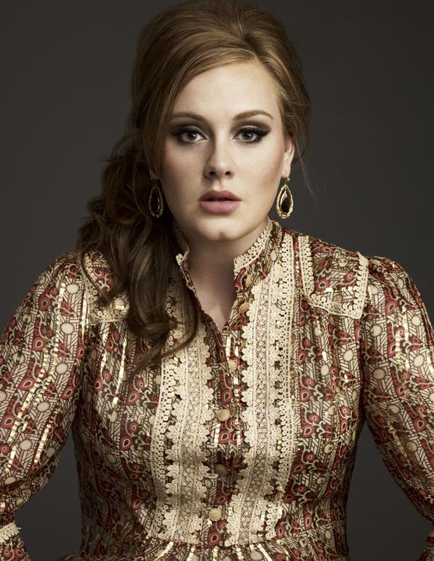 Adele chegou a afirmar que escreveu as músicas 'Hometown Glory' e 'Daydreamer' para um garoto bissexual que tinha se apaixonado (Foto: Getty Images)