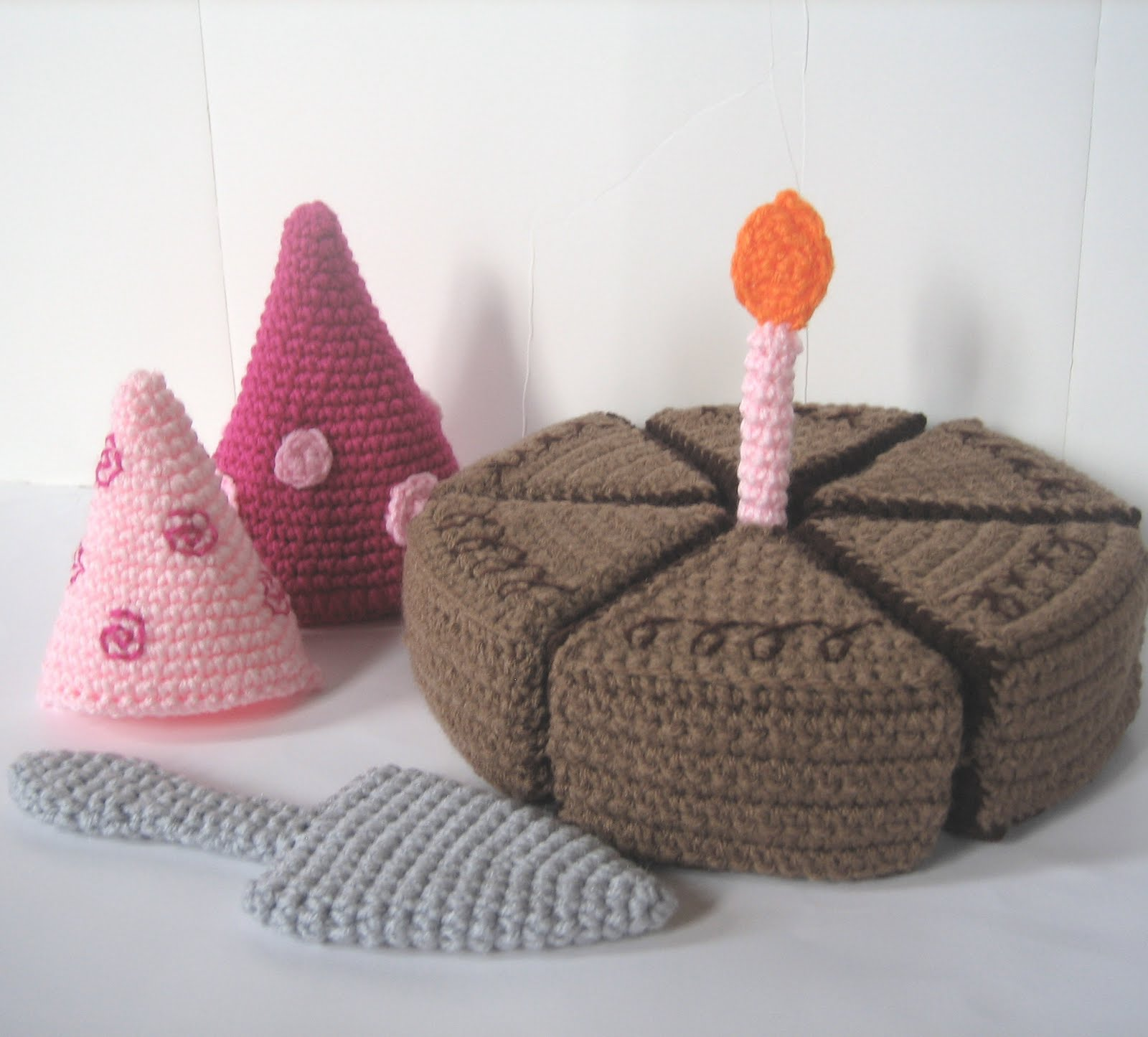 CROCHET N PLAY DESIGNS: New Crochet Pattern: Birthday Cake