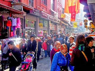 Salah satu pasar di Istanbul Turki (photographyblogger.net)