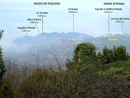 Panoràmica dels Rasos de Peguera i la Serra d'Ensija des de la masia d'Ocata