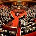 Βουλευτές της Ιταλίας έβαλαν ελληνικές σημαίες στα έδρανα τους!!!