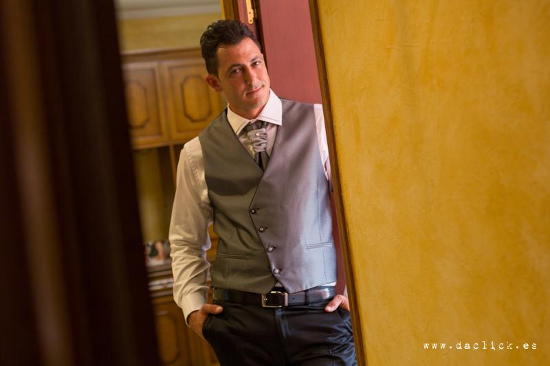 traje novio chaleco corbata