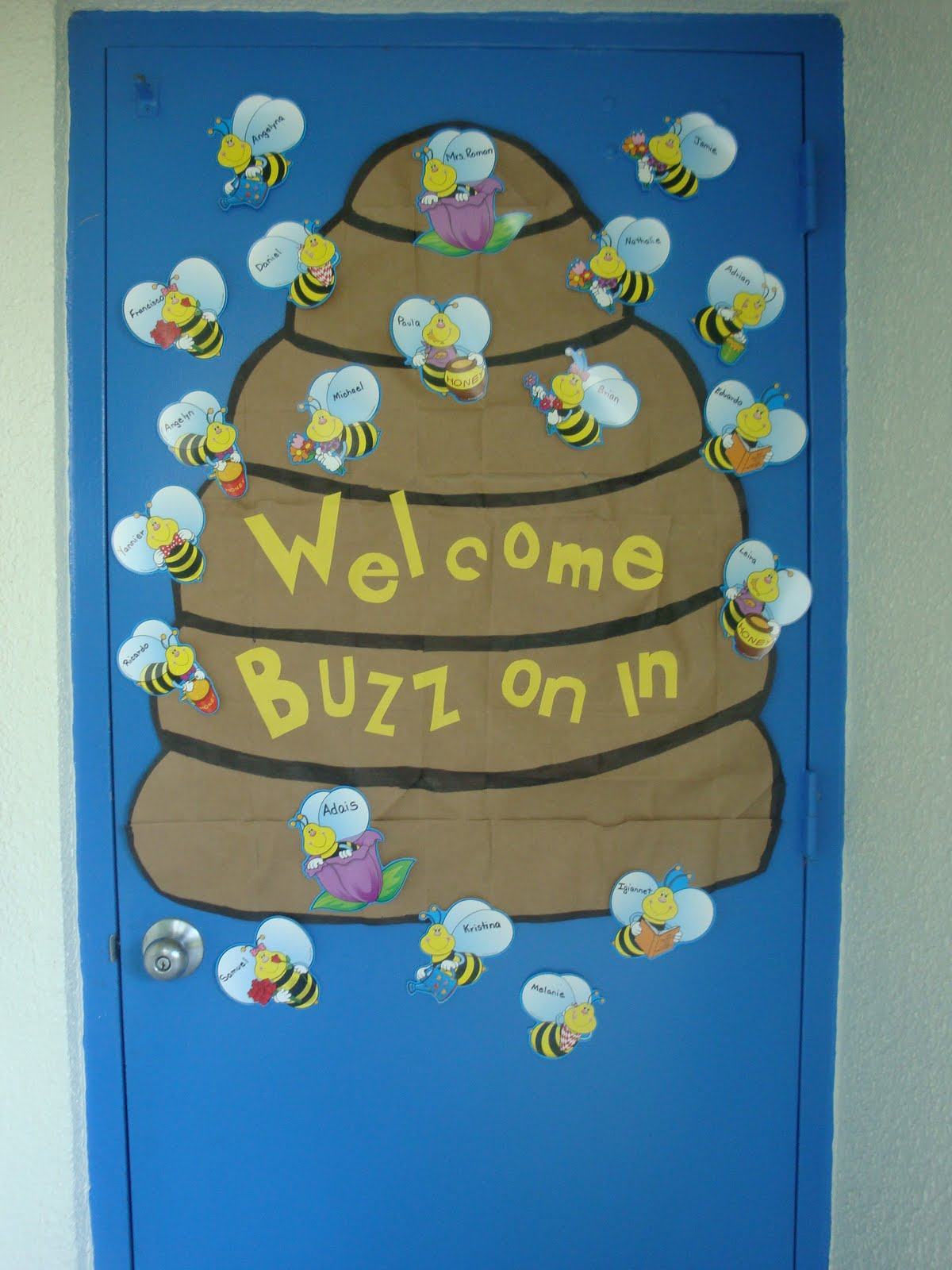 Classroom Decor Bees ~ It s a jungle out there kindergarten lots of