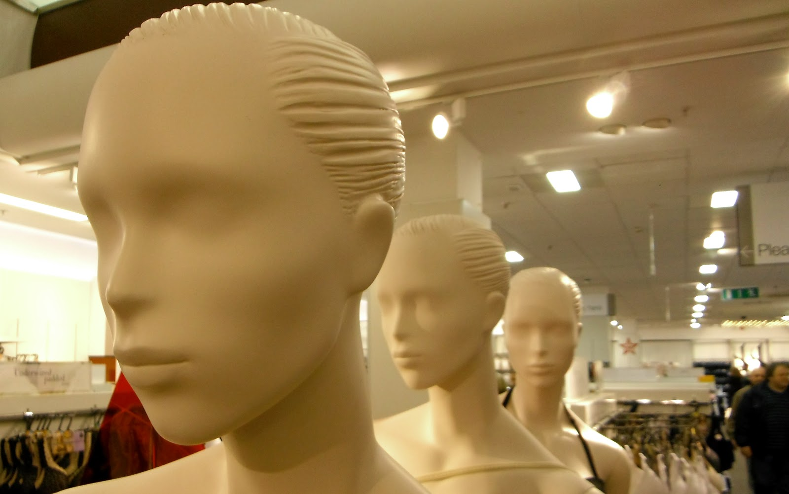 Eyeless mannequins