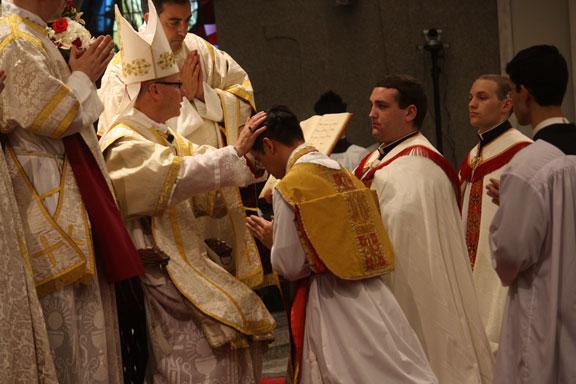 http://2.bp.blogspot.com/-l1p8TBtyU5Y/UbBkdo48q1I/AAAAAAAAMfA/3y1KwPee_lI/s640/CATHOLICVS-Ordenaciones-Sacerdotales-Lincoln-Priestly-Ordinations-4.jpg