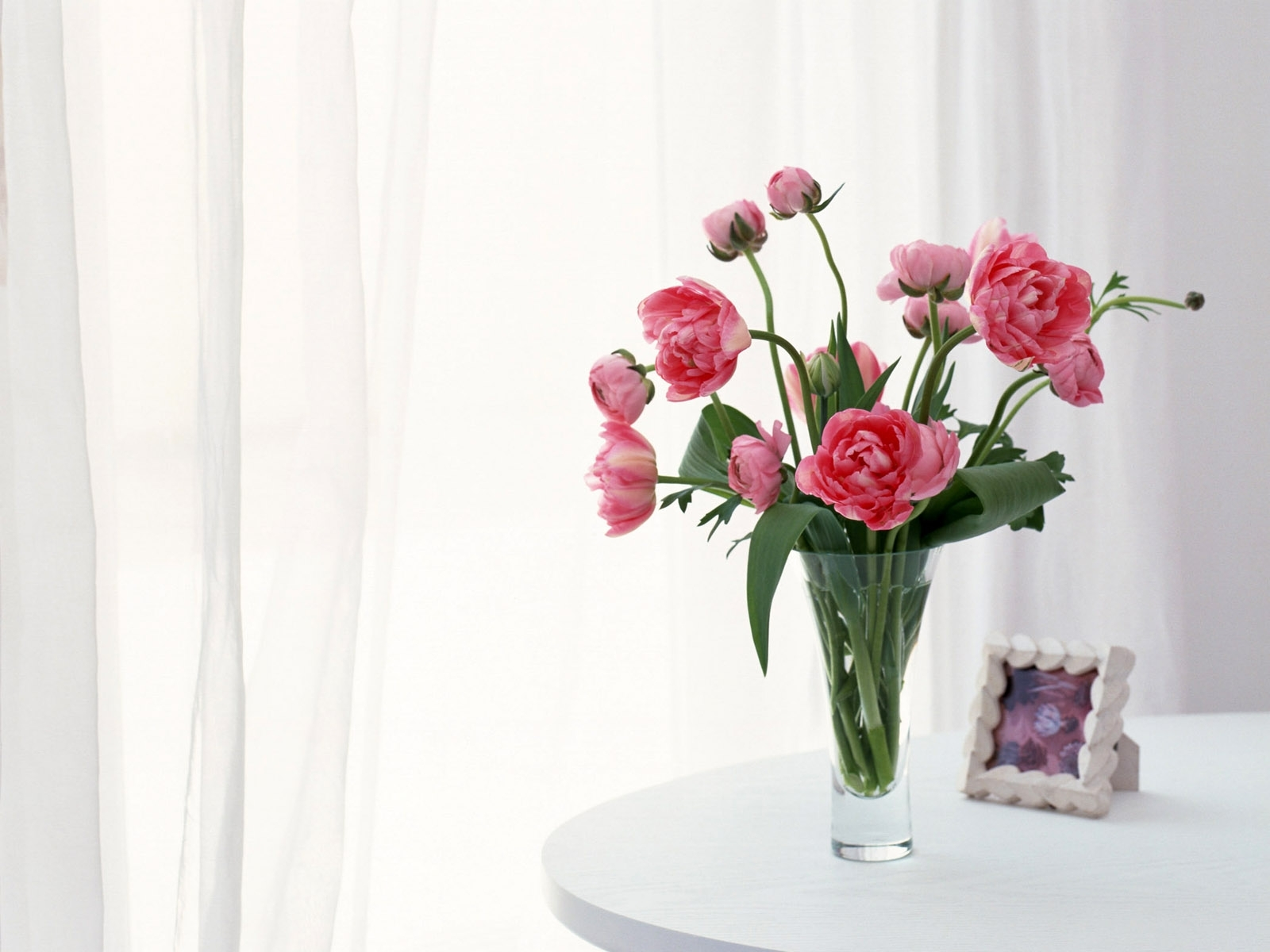 Vase of Roses on Table Roses Tulips Vase Flowers