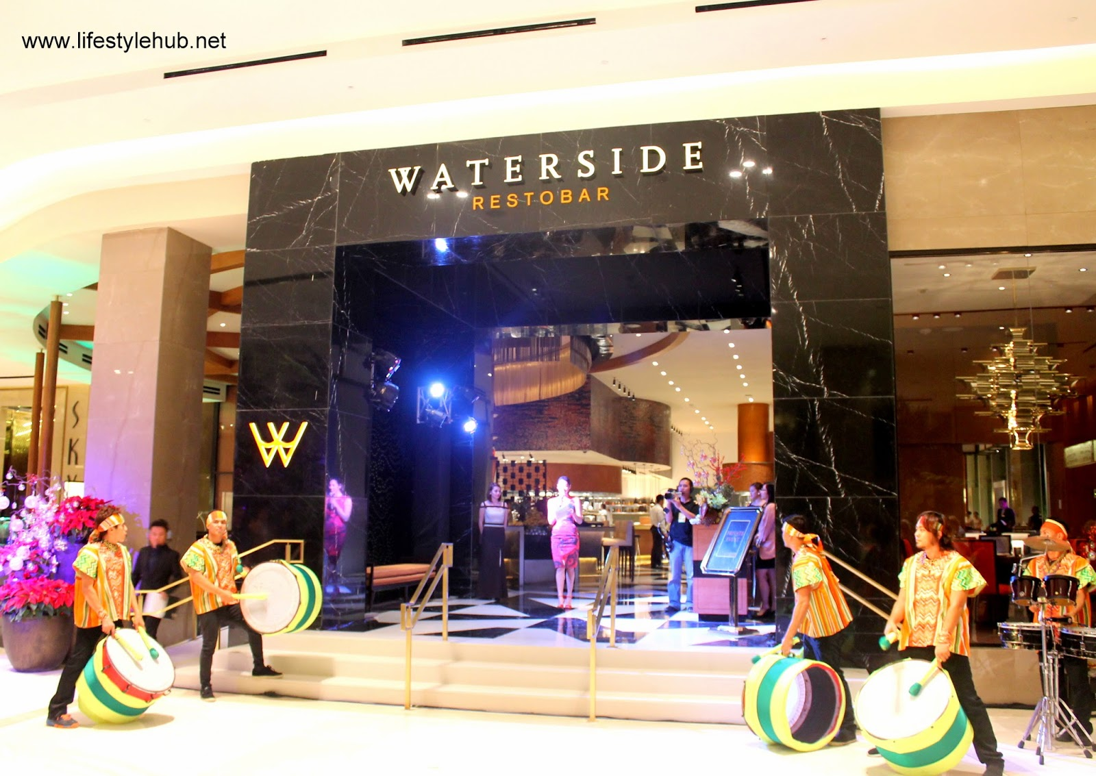 waterside restobar at solaire