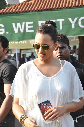 Sonakshi sinha Pictures Gallery :: Visit Race Course