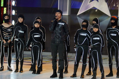 Light dancer All In One Crew (photo) faces The Security and Escort Battalion Combo of the Philippine Army; arnis stunt act Segutier Triplets; gay singers The Miss Tres; magician Marvin Arquero; and flairtender Chaeremon Basa in PGT 4 1st quarterfinals round