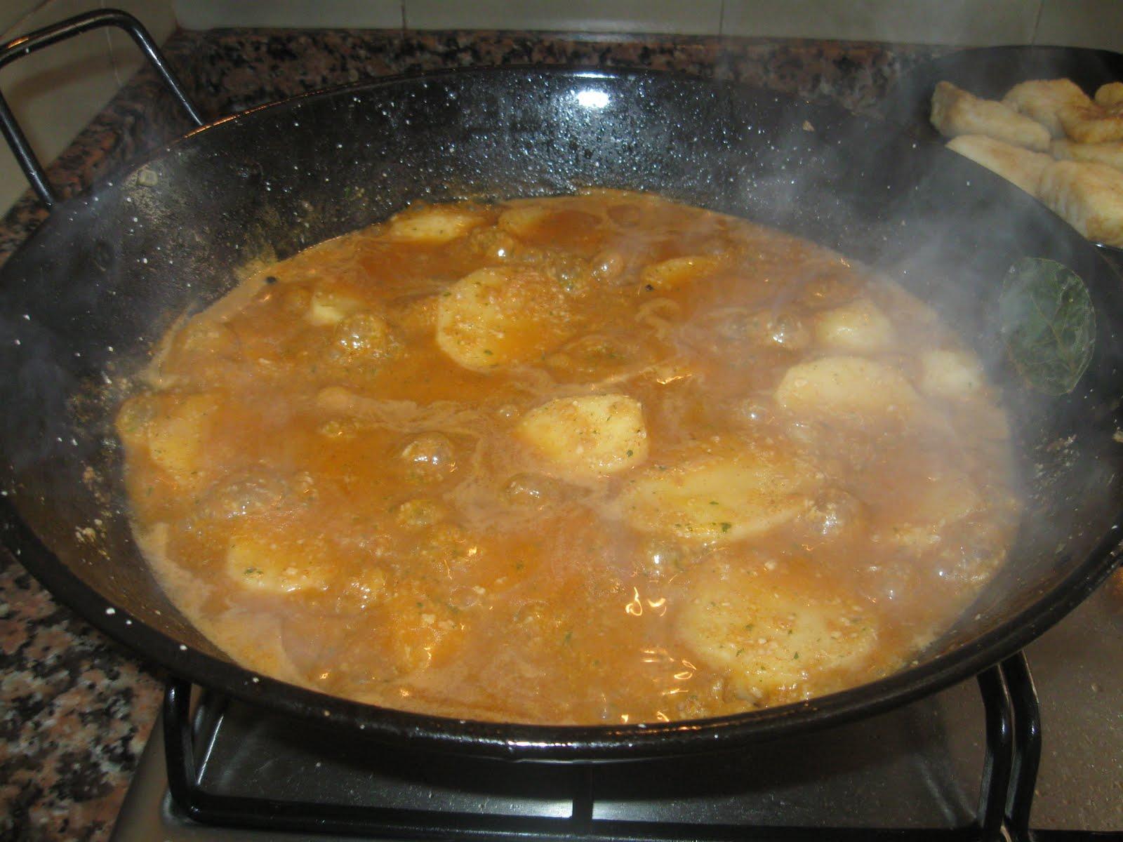 Cocina con quenyin bacalao con patatas en salsa de almendras - Patatas en caldo con bacalao ...