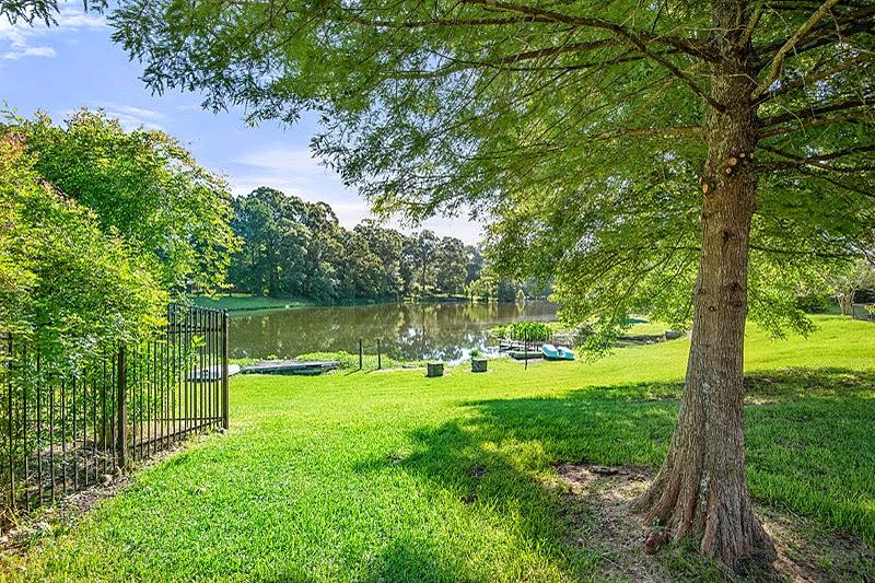 http://www.buyorsellbatonrougehomes.com/listing/mlsid/393/propertyid/B1411329/