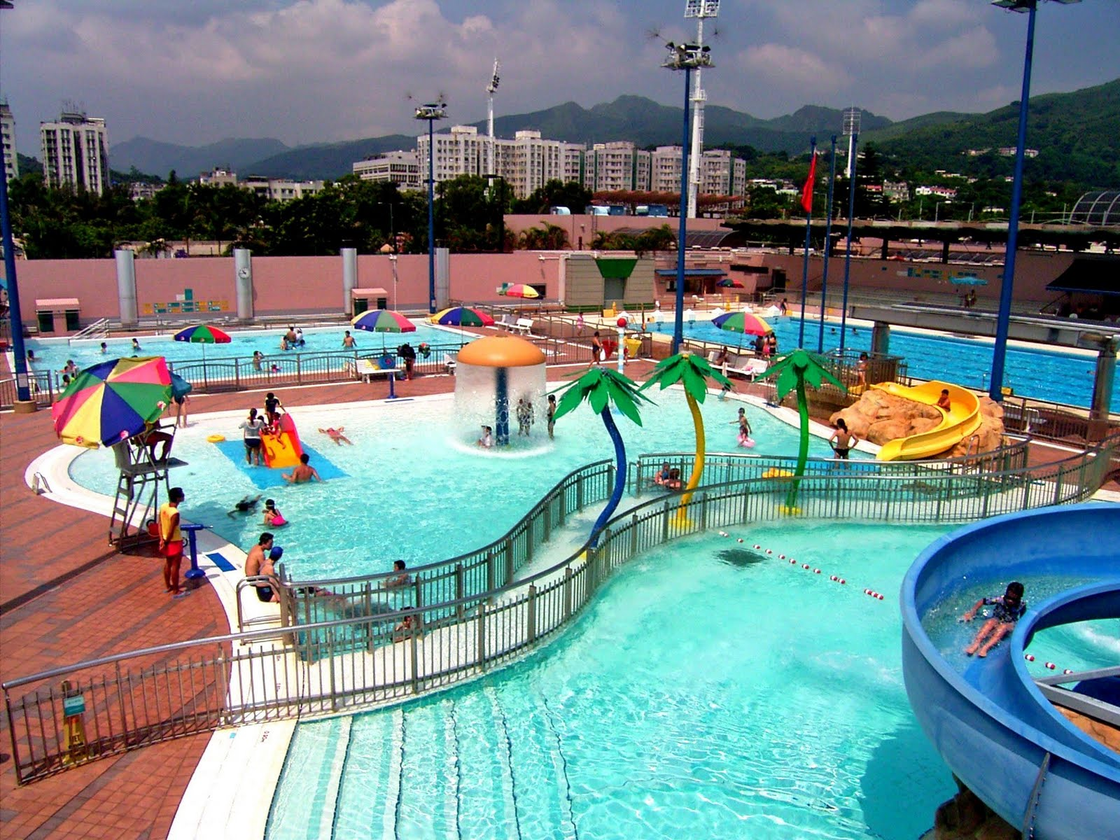 Chinese American Mama Water Parks In Hong Kong