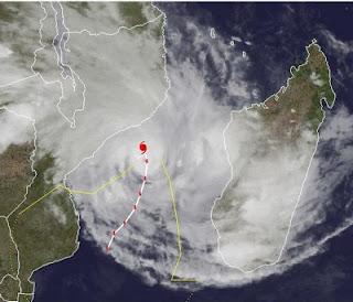 Zyklon FUNSO ist wieder ein Major Hurricane mit gewaltigen Dimensionen, Funso, Satellitenbild Satellitenbilder, aktuell, Januar, 2012, major hurricane, Indischer Ozean Indik, Zyklonsaison Südwest-Indik, Afrika, Madagaskar,