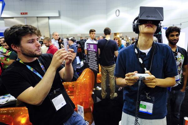 فيسبوك تكشف عن أخيرا عن توفر Oculus Rift و تغضب المستخدمين !