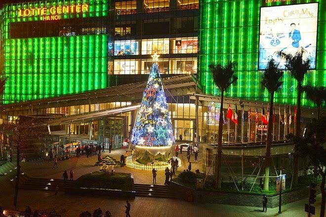 Hanoi Christmas 2014 - Commercial Centers In Hanoi Look Splendid In Christmas Season