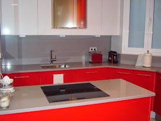 Cocina en muebles rojos de Abaco S.L.