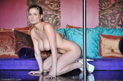 strip-tease, striptease, dança exótica, dança burlesca, pole dance, lap dance, sensualidade, brincadeiras sensuais - Desejos e Fantasias de Casal