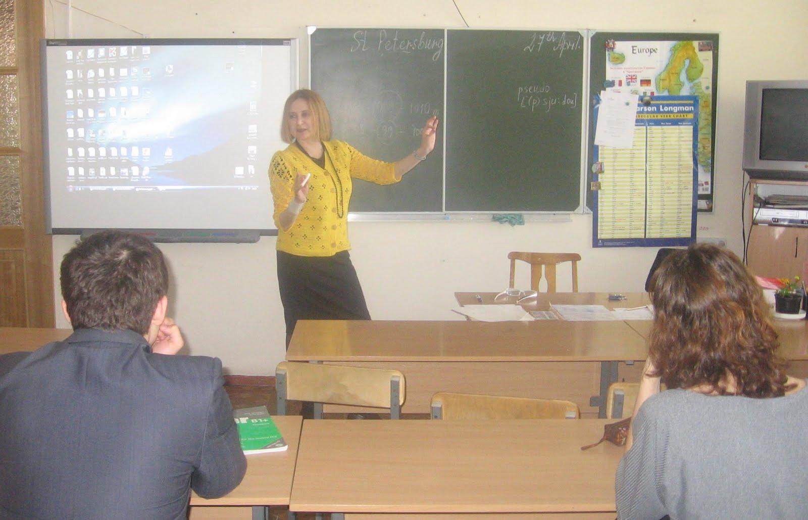Снял учительницу на уроке на мобильный телефон под юбкой 18 фотография