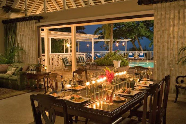 Photo of dinning table with romantic setting