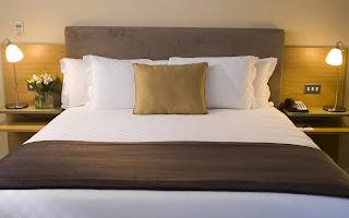 Dormitorio en tonos tierra fotografias de habitaciones modernas