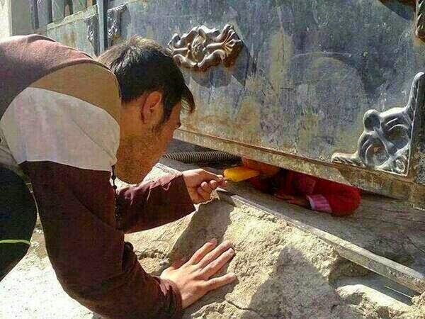 هذه الصورة من سوريا أبكت ملايين البشر حول العالم !!!!