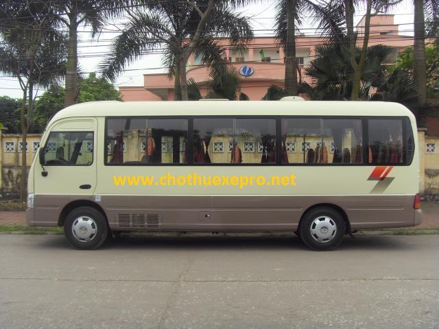 Cho thuê xe 29 chỗ Huyndai County tại Hà Nội.