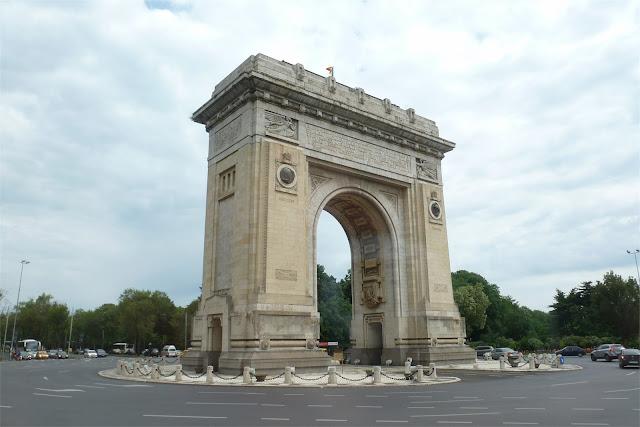 El Arco del Triunfo (Arcul de Triumf)