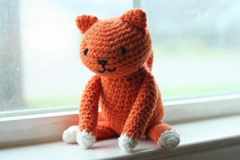Eight-by-Six: free crochet kitty cat pattern
