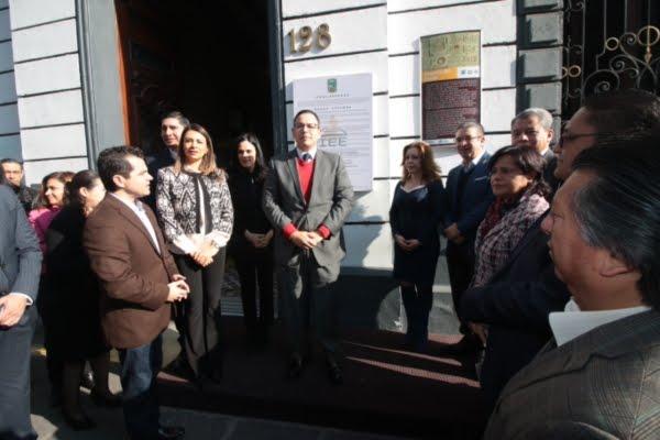 Coloca IEE Bando Solemne en el Congreso del Estado que informa que Martha Erika Alonso será goberna